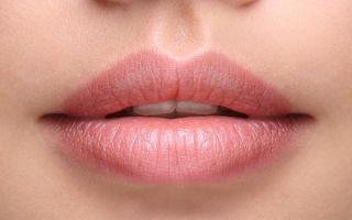 Налёт на губах, возникающий после сна: симптомы, причины, лечение