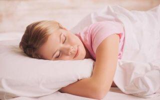 Можно ли спать на животе: как правильно это делать
