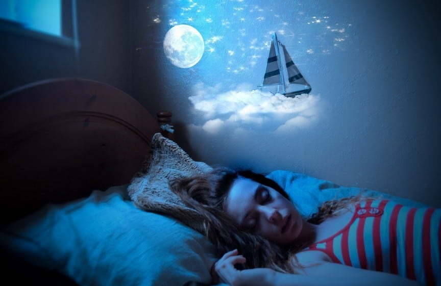 Девушка видит сны