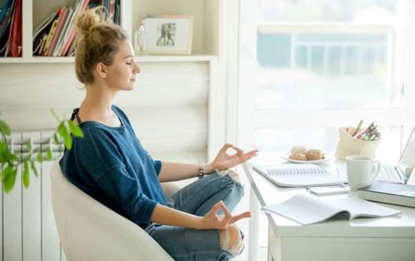 медитация перед ноутбуком