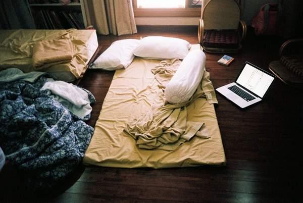 место для сна на полу