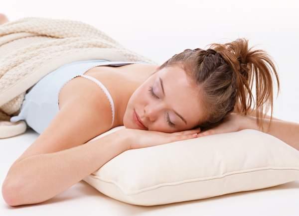 как правильно спать на животе